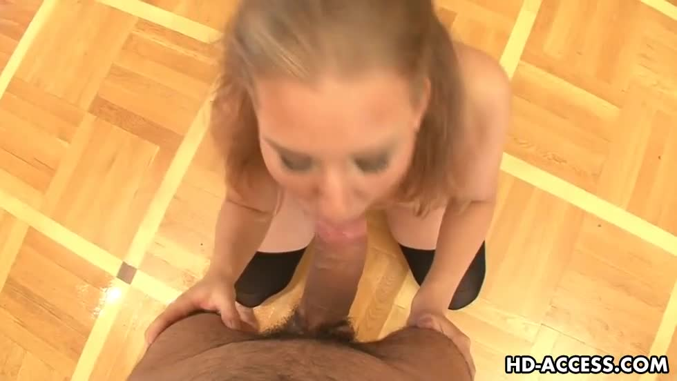 Lovely blondy jennifer munches on a huge 6