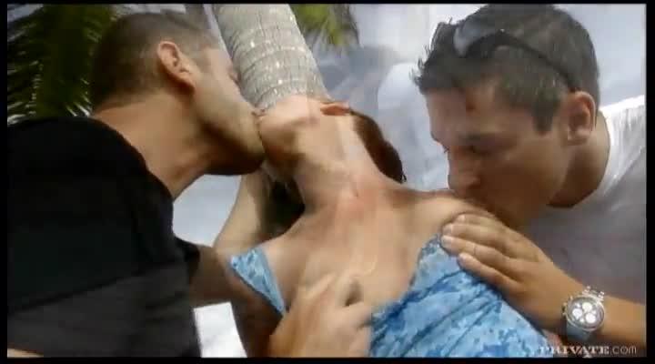 hot crazy women gives blowjob pics