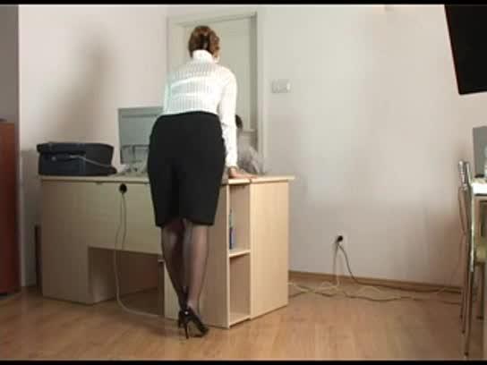 Реально трахнул секретаршу видео моему