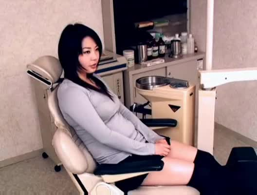 Perverted dentist sedates young patient-724