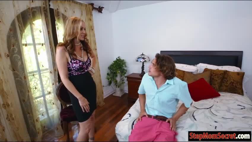 podsmatrival-za-machehoy-vse-porno