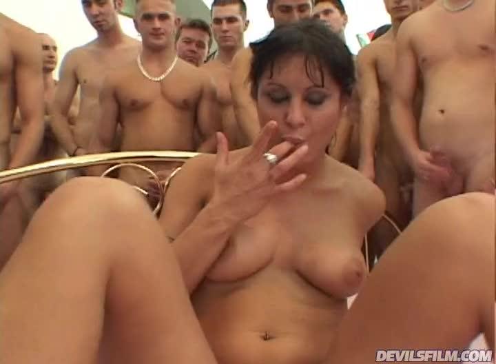 Порно историческое толпой где конч в пизду