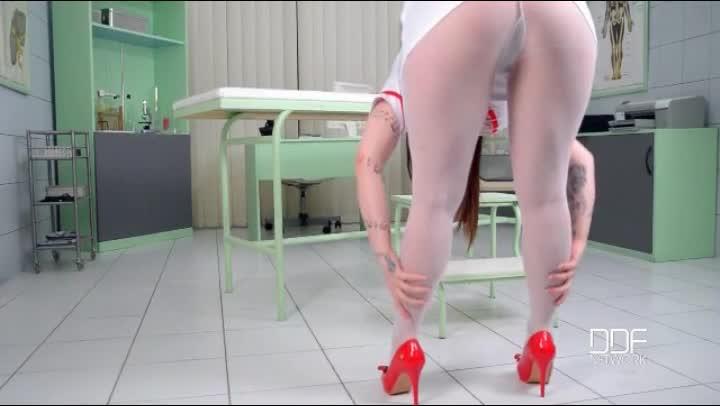 Buxom Nurse Harmony Reigns Is Hot In White Pantyhose Xxxbunker
