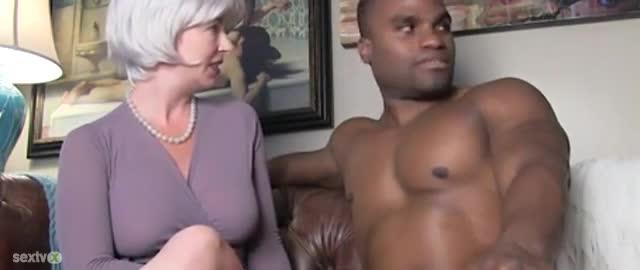 Sexy milf seduces