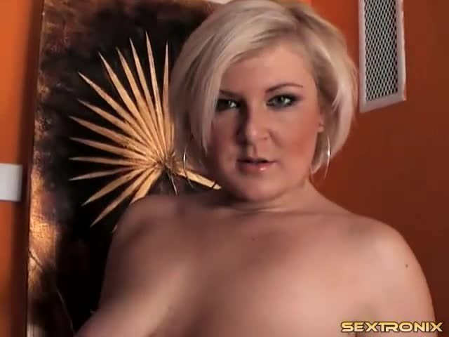 Not naudia nyce rubs her clit as she stuffs pussy thank