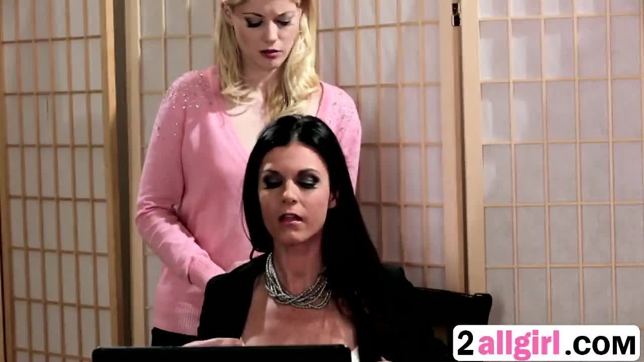 Blonde Lesbian Seduces Brunette Boss India Summer And Licks Her Pussy