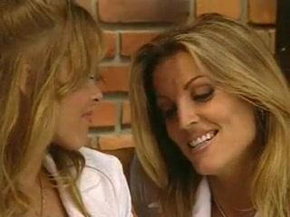 lindemulder dyanna lauren lesbian Janine