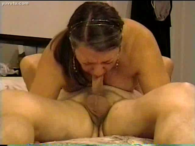 Michelle gives a blowjob - XVIDEOSCOM