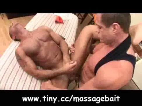 Массаж Bait - Gay GuysMassaging прямой онлайн гей порно смотреть.