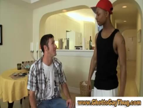 Amateur black dude gets a blowjob in reality gay sex