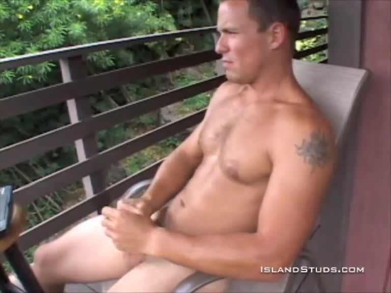 Check Solo Muscley Hunk Pornstar