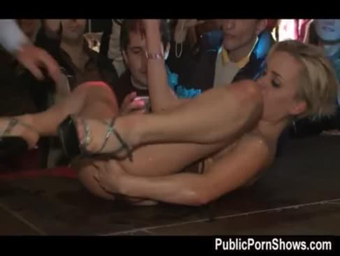 Stripper get fingered on stage