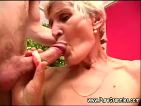 Toothless granny sucks cock