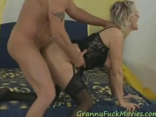 6827848 chinese granny threesome. duration : 1:12