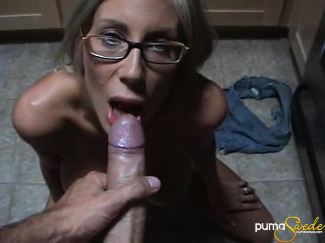 Hot squirting blonde nude
