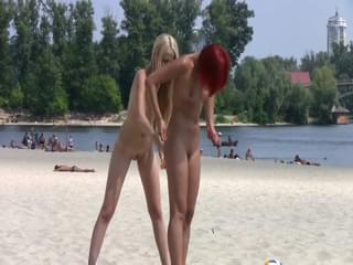 miley cyrus singer naked