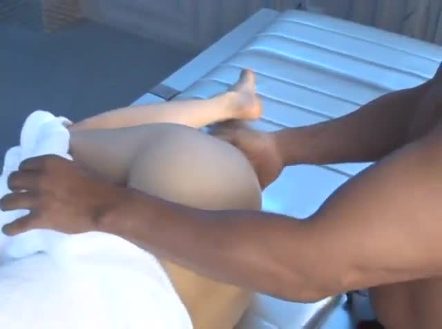 Huge white ass twerking