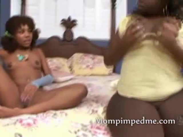 Lesbian Mature Seduce Teen