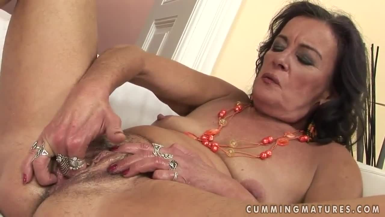 Shaking mature never stops squirting