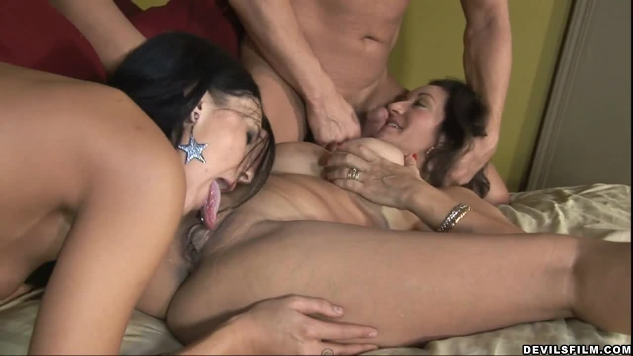 Mom licks daughters cunt