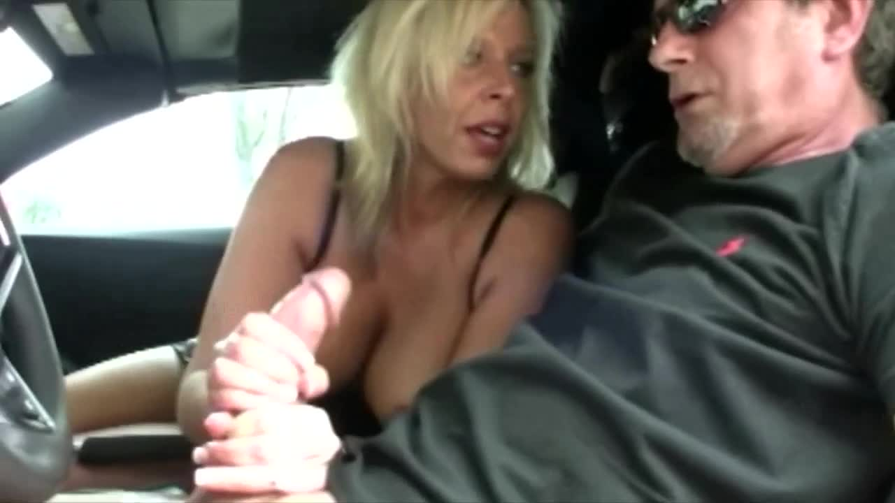 Mature fucking in car