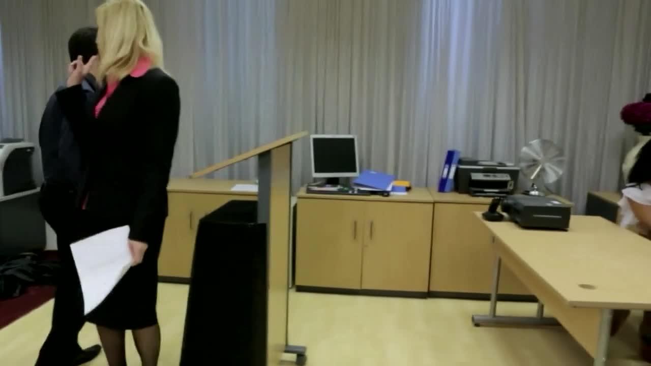Blowjob during speech