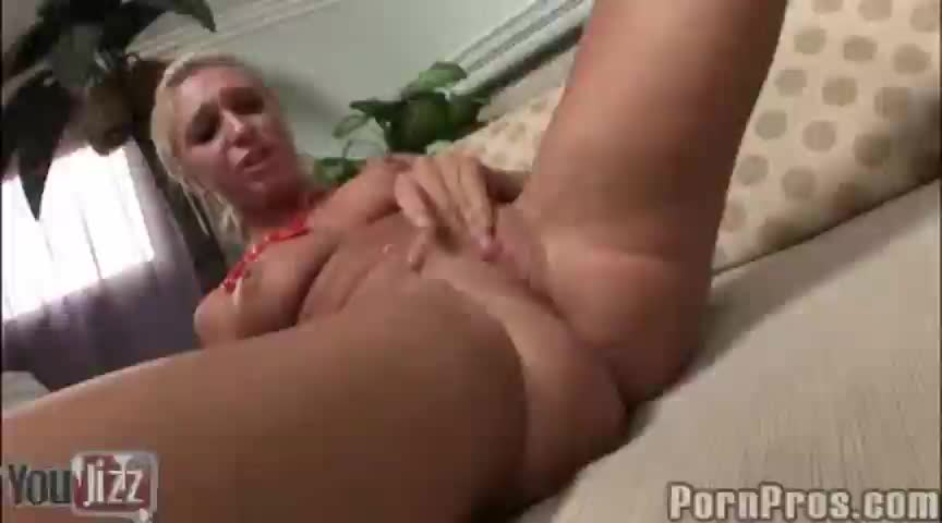 Jaelyn drinks cum out of ami s pussy