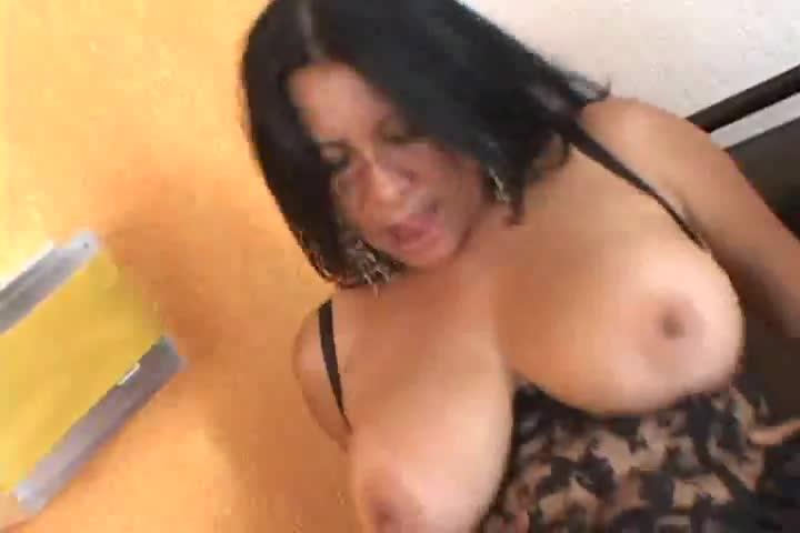 amatuer latina girls undressing