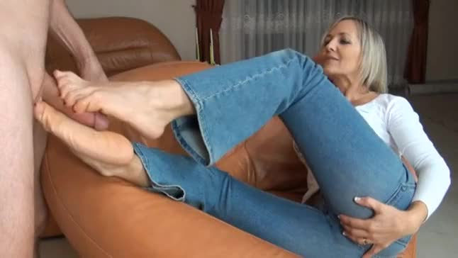 Mature footjob tube