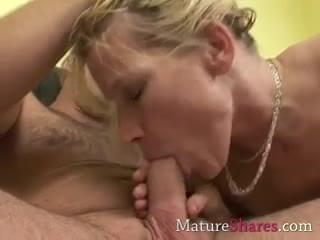 Amateur milf sucking