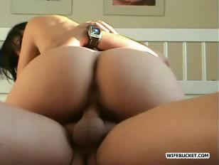 Mature wife gets creampied