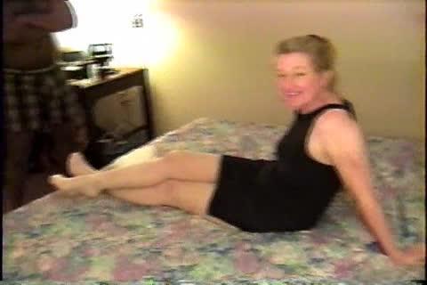 Grandmother having sex standing up tube
