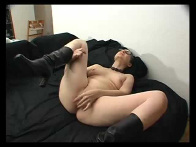 Sexy mature amateur sucks cock and spreads her facial all over her lips