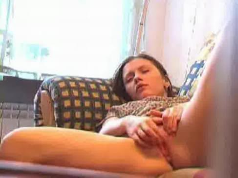 Молодая мастурбирует смотреть тут Онор