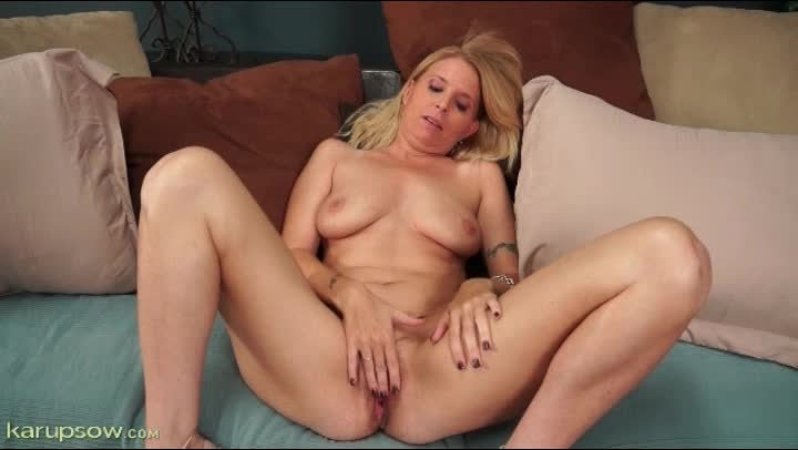 masturbating Gorgeous milf