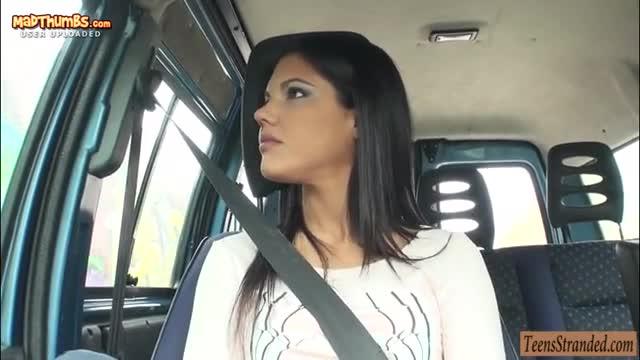 Трахается с любовником в машине порно видео 2