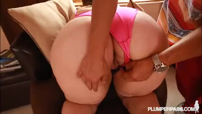 Latina bbw jasmin torres gets oiled and fucked by the pool