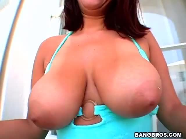 Huge natural tits shaking