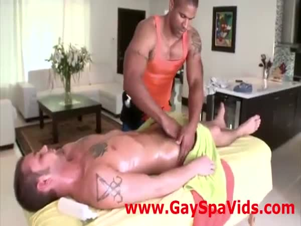 Gay masseur seduces straighty