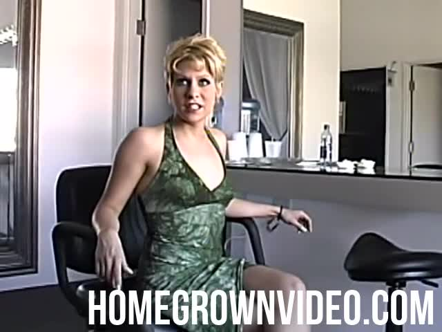 Blonde Amateur Takes It In Her Ass