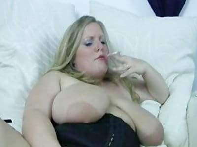 Blonde bbw has orgasm