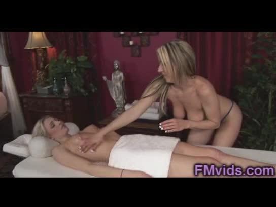 Blonde milf carolyn reese lesbian play
