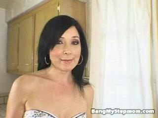 brunette amateur stepmom slurpin and fuckin step daughter and step mother share boyfriend