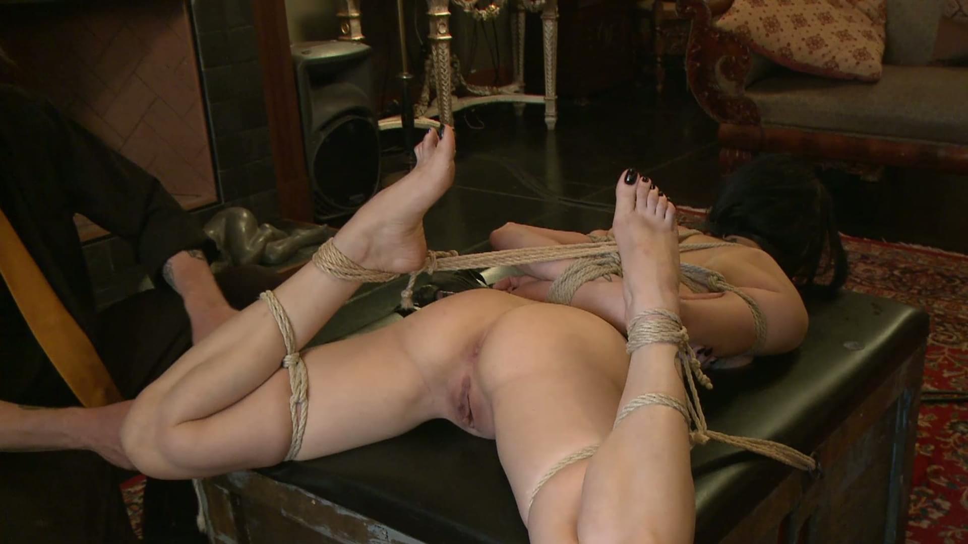 Пытки связанных девушек 14 фотография