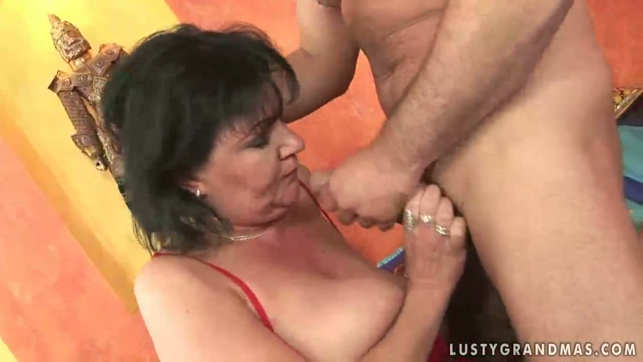Pearl Necklace Cumshot