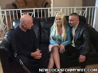 Carson Carmichaels husband decided to show off her blonde wife to his guests. He made her strip off in front of these guys and then let her work two huge dicks with her lips. In this wide sex clip, this naughty guy let these black dudes bang his busty wife.