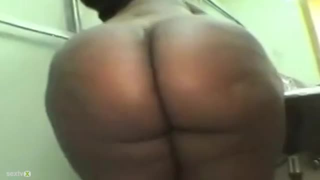 Nauta ass booty butt naked showering black