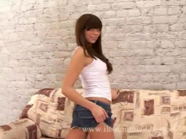 Carla Jessi Bedroom Striptease