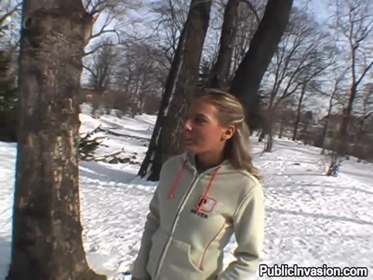 Blowjob in snow