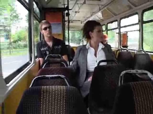 smotret-porno-tramvae
